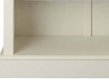 Rounded edges and classic skirting